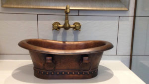 Copper sink matching the bathtub design.